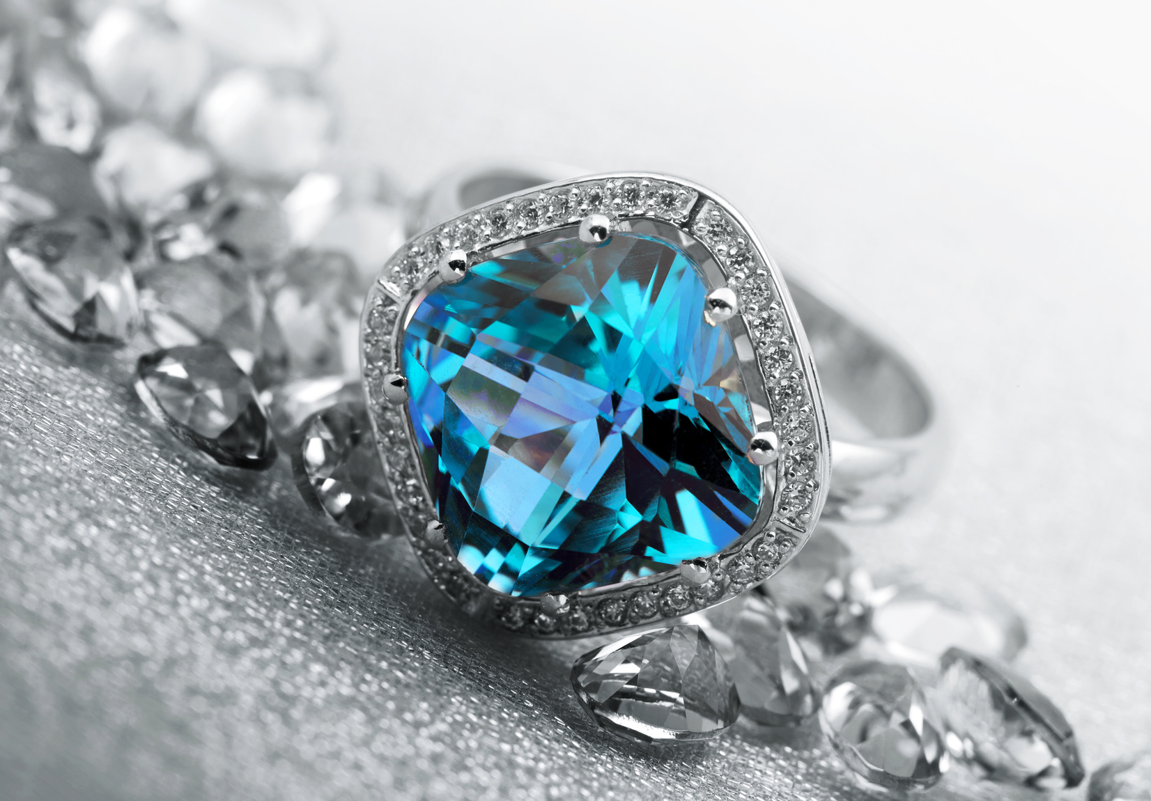 3 Reasons Why Jewelry Makes the Perfect Gift